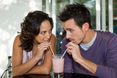 couple-sharing-shake